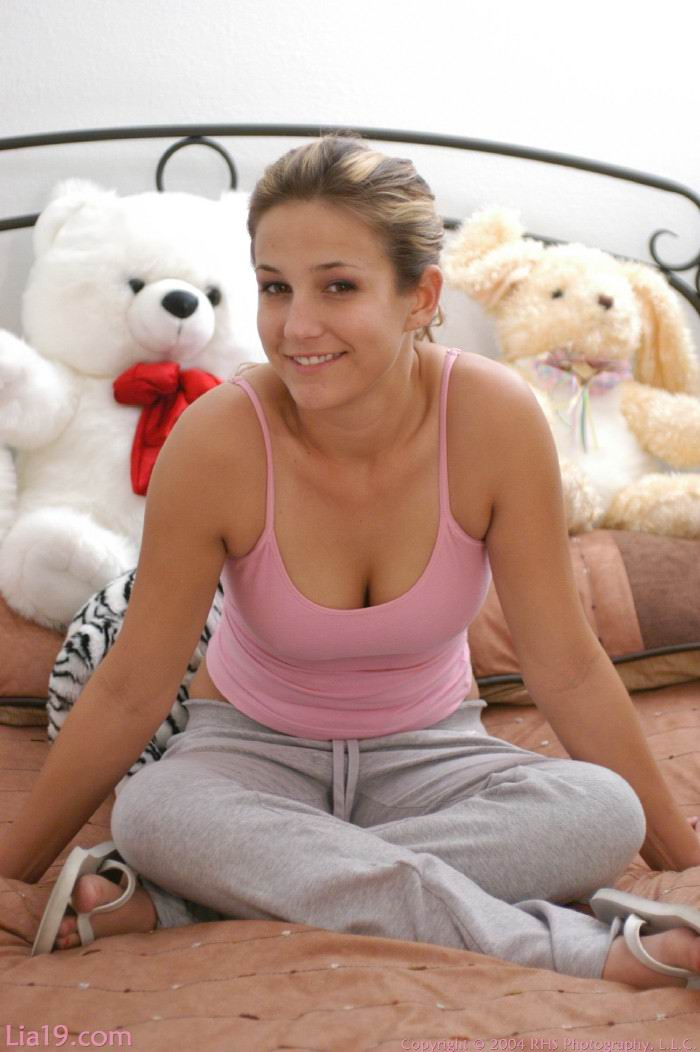 http://www.model-archive.com/first-time-video-girls/lia/chapter_8
