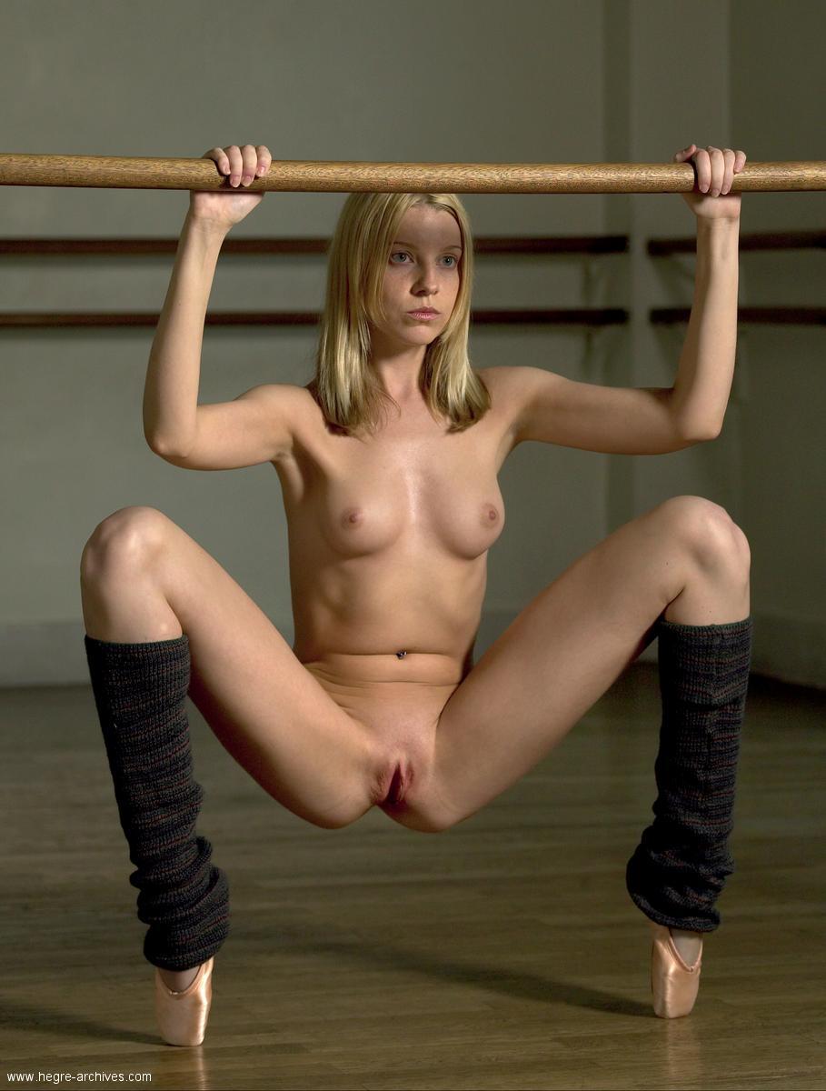 Худая гимнастка в порно 9 фотография