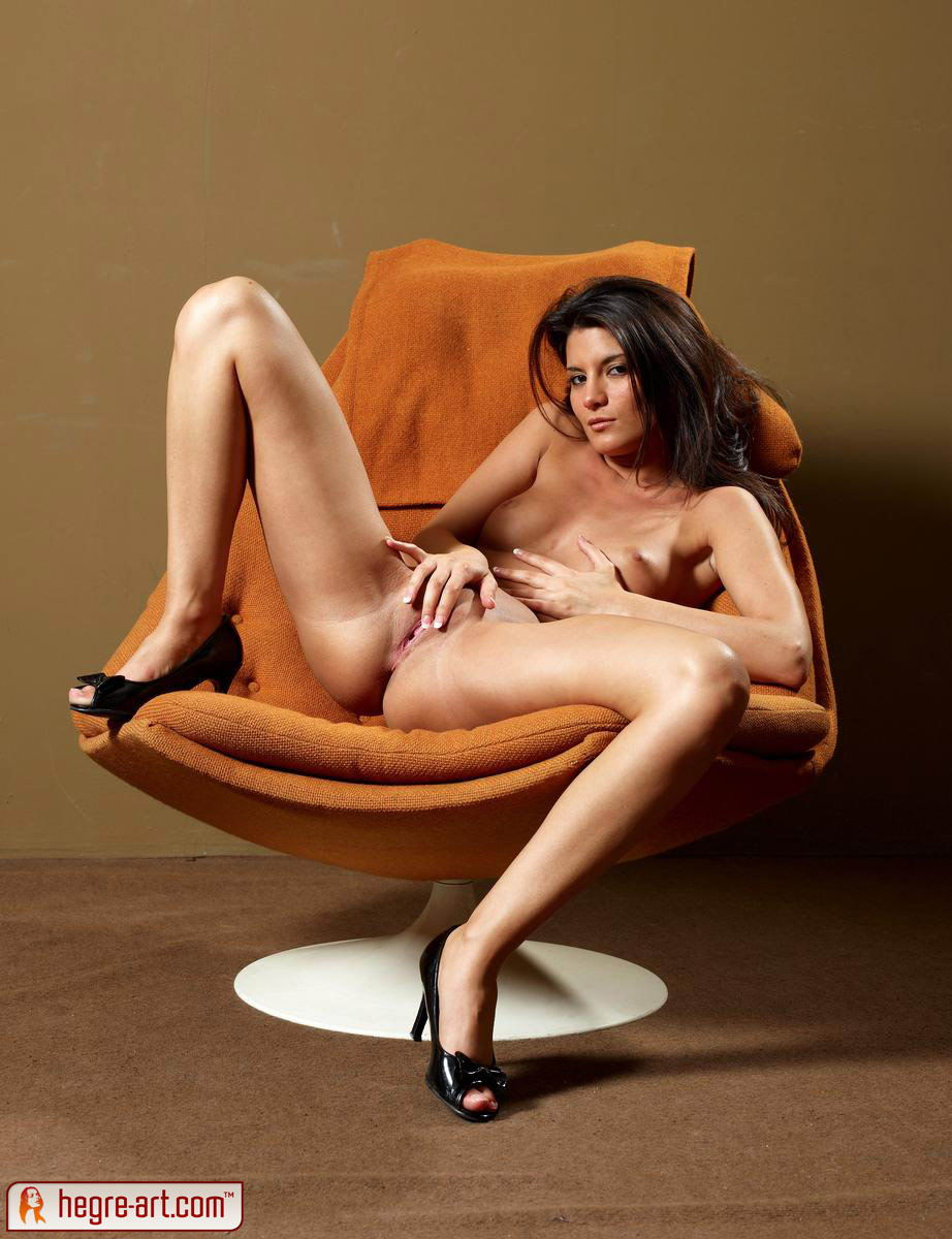 Amandine erotic model, free Amandine pictures!